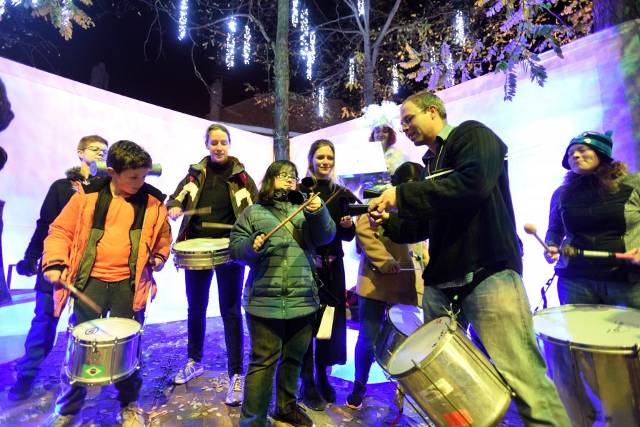 Sol Samba running a Samba Drum taster in Oxford at Night Lights