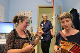 Feel better in a better ward: Internal and external challenges in a children's ward mitigated by music